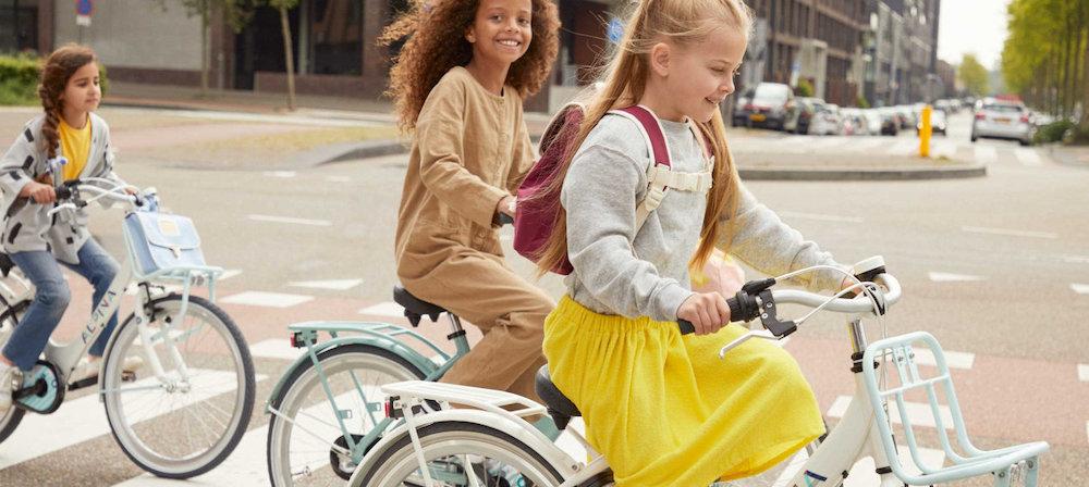 Bas Tweewielers Zoetermeer Alpina fiets naar school