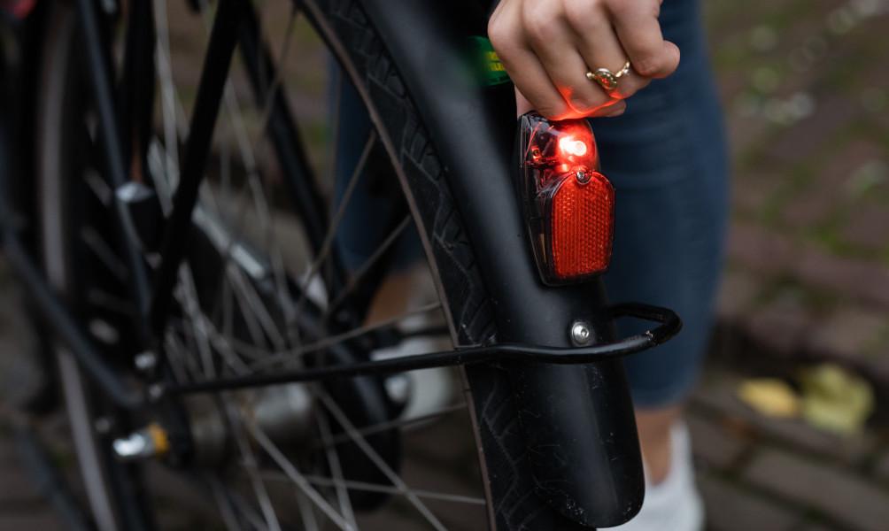 Waar voldoet correcte fietsverlichting aan?